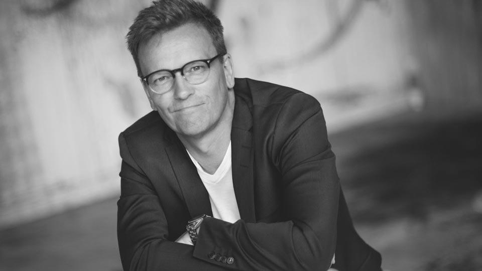 ANDREAS GEYER ist Geschäftsführer der ORANGE COUNCIL GmbH, er wurde mit vielen Kreativ- und Effizienzpreisen ausgezeichnet.
