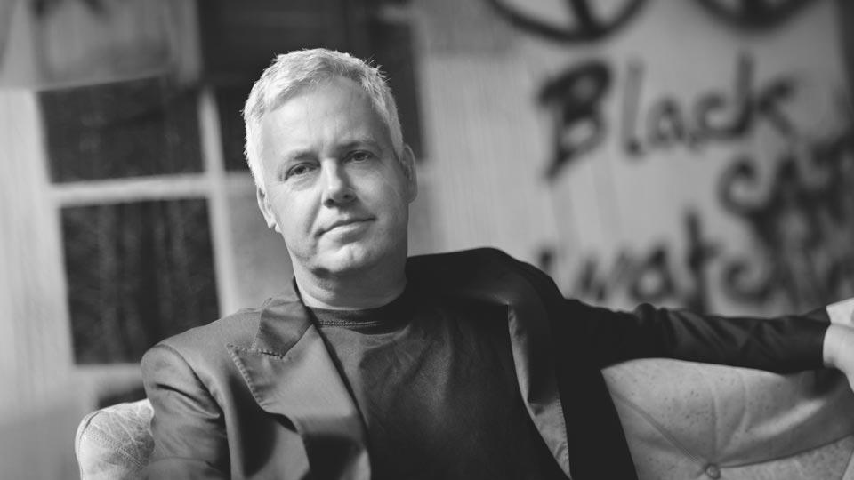 MICHAEL BARCHE ist Gründer und Mit-Inhaber von ORANGE COUNCIL. Der Designer wurde mit vielen Kreativpreisen ausgezeichnet.